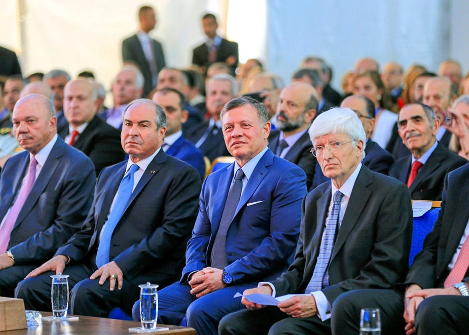 Feierliche Inauguration von Sesame: König Abdullah II (2. von rechts) und  Sesame-Ratspräsident  Chris Llewellyn Smith (rechts)