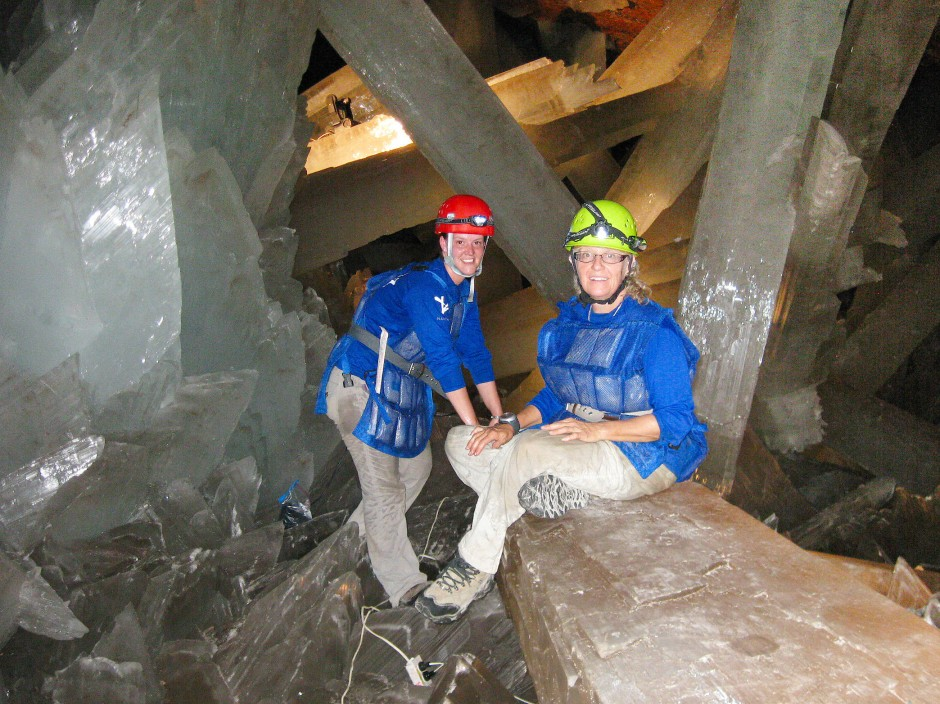 Penepole Boston mit ihrer Kollegin Danielle Wingetin der Naica-Höhle