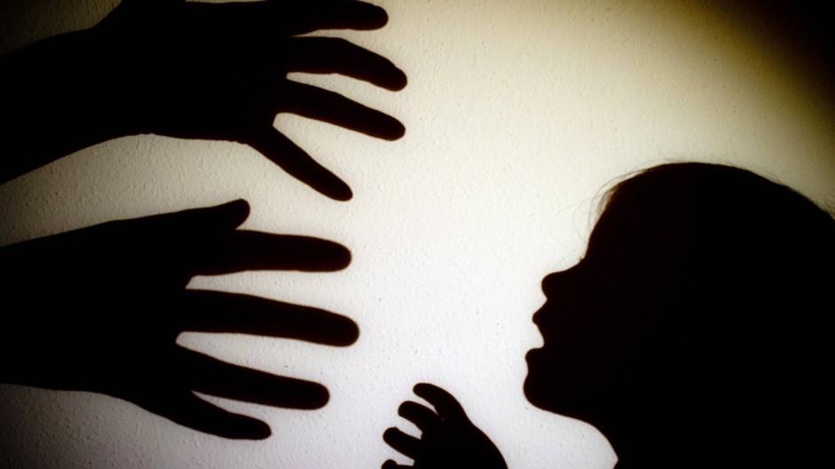 Erschütternde Kindheitserlebnisse beschleunigen den Alterungsprozess in den Körperzellen.