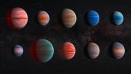 Der fleckige Hintergrund im mittleren und rechten Bild entsteht durch die aufwendige Bildbearbeitung, die nötig ist, um das schwache Licht der Planeten aus dem helleren Sternlicht zu filtern.