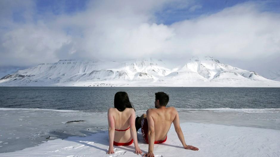 Strandurlaub auf Spitzbergen: Wie Klimaaktivisten vor dem Kollaps des Klimasystems warnen.