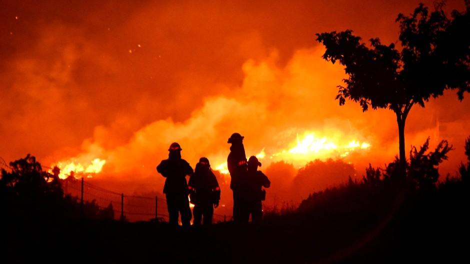 Multiple Gefahrenquellen: Die ausgedehnten Waldbrände in Kalifornien in diesem Sommer waren nicht nur nördlich der Millionenmetropole Los Angeles historisch.