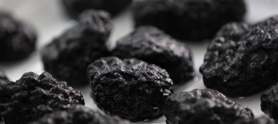 Manganknollen enthalten außer Mangan noch Kupfer, Kobalt, Nickel und zahlreiche andere Metalle.