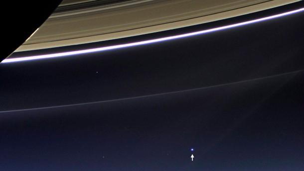 Die Erde unter den Saturnringen