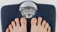Wenn die Pfunde trotz Diät und Sport einfach nicht weniger werden.