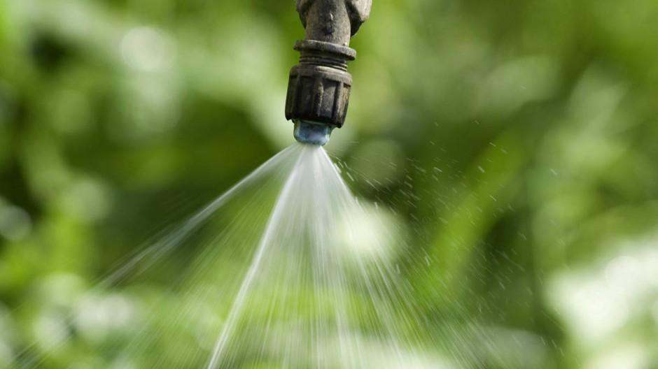Einfach, billig, gründlich: Für die Bauern ist Glyphosat ein Wundermittel. Doch womöglich schadet es der Gesundheit.