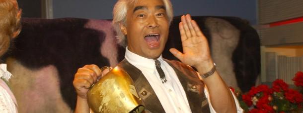 """Mindestens zweisprachig: Der """"jodelnde Japaner"""" Takeo Ishii lebt in Reit im Winkl und blickt auf zahlreiche Auftritte im deutschen Fernsehen zurück."""