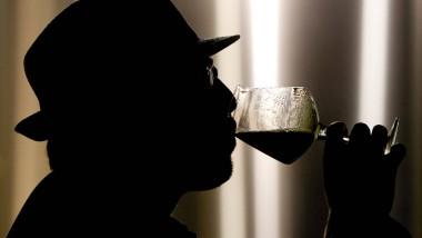Süchte und Risikoverhalten: Männer trinken mehr Alkohol als Frauen