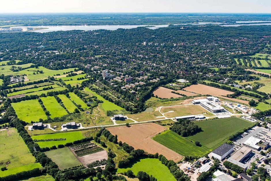 Luftaufnahme der 3,4 Kilometer langen europäischen Röntgenlasers bei Hamburg.