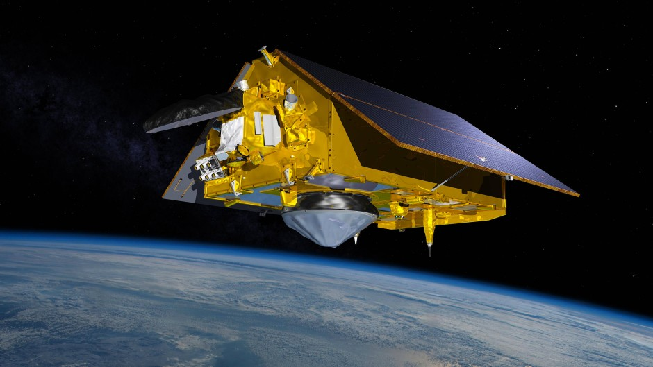 """Der Erdbeobachtungssatellit """"Sentinel-6 Michael Freilich"""" schwebt in dieser Illustration mit ausgefahrenen Solarpaneelen im Orbit."""