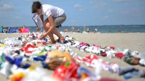 Aus dem Meer geboren: Die längste Plastiktütenkette der Welt.