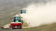 Hundert Millionen Tonnen Stickstoffdünger werden jährlich auf den Feldern verstreut - ein Segen für die Landwirtschaft, mittlerweile aber auch ein Problem für die Umwelt.