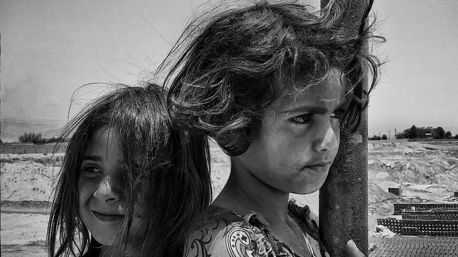 """""""The Smart View"""", das vor zwei Jahren von Rosa Roth gegründete Kunstmagazin, startete vor Beginn der Handyfoto-Tagung der Deutschen Gesellschaft für Photographie  mit dem Hashtag #smartasphotography einen Aufruf, die besten Smartphonebilder einzureichen. Innerhalb von zwei Wochen erreichte die Redaktion fast 1500 Einreichungen aus 18 Ländern.  Einen Gewinner gibt es nicht. Das Instagram-Projekt soll vor allem das künstlerische Potential der Mobilfotografie demonstrieren."""