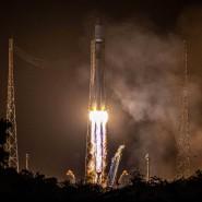 """Am Mittwochmorgen hob die Sojus-Trägerrakete mit dem Weltraumteleskop """"Cheops"""" an Bord vom Weltraumbahnhof   Kourou ab."""