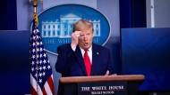 Donald Trump sucht auch in der Corona-Krise schnell nach einem  Schuldigen, um von den eigenen Versäumnissen abzulenken.