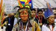 Indigene demonstrieren auf dem Klimagipfel in Marrakesch.