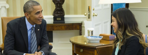Barack Obama trifft die genesene Nina Pham im Oval Office
