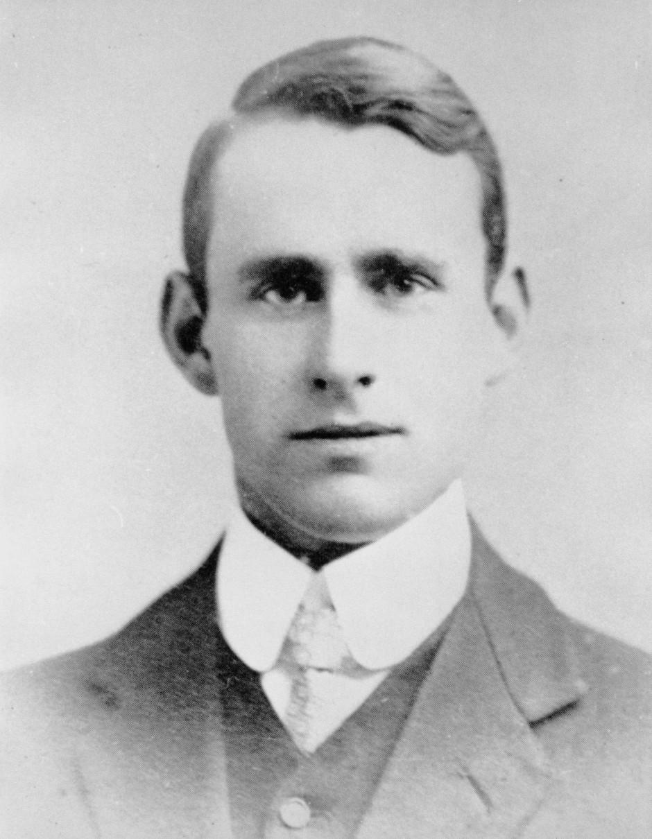 Arthur Stanley Eddington (1882 bis 1944) war ein sehr prominenter theoretischer Astrophysiker. Am 29. Mai 1919 beobachtete er die Sonnenfinsternis von der Insel Principe aus.