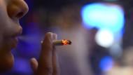 Gift für die Bronchien: Rauchen zählt zu den häufigsten Ursachen der  chronischen Lungenkrankheit COPD.