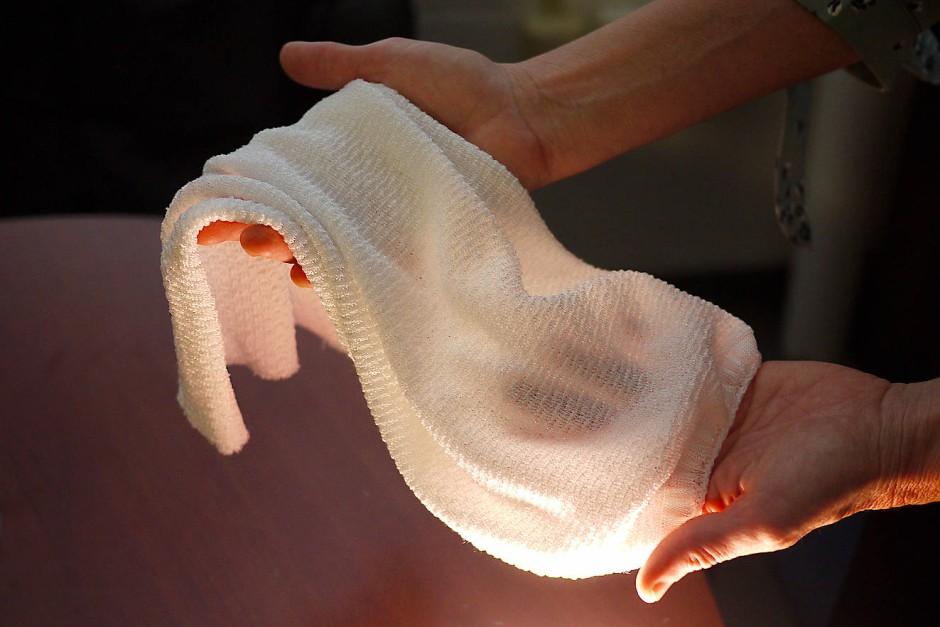 Was auf den ersten Blick wie ein Handtuch aussieht, ist ein neuartiger Stoff mit einer klimatisierenden Wirkung.