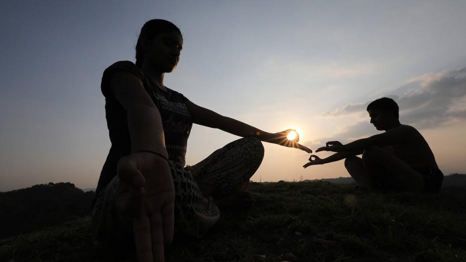 Achtsamkeitsübungen sind ein wichtiges Element in der ZEN-Meditation und im Yoga.