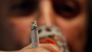 So schnell altert Ihr Gehirn, wenn Sie rauchen und trinken