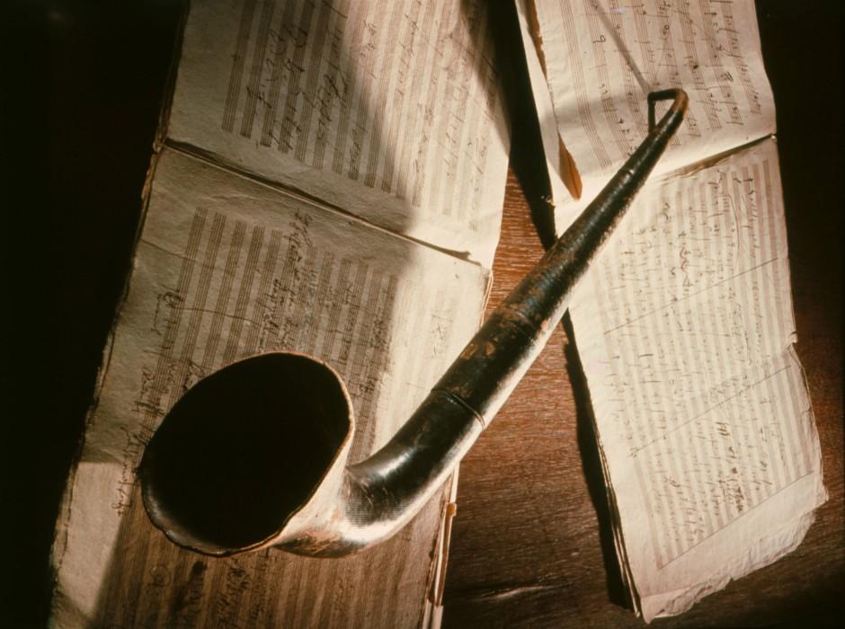 Beethovens Hörrohr und eines seiner Manuskripte