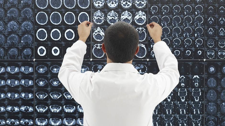 Aufnahmen von bildgebenden Apparaten sind für Diagnosen wichtiger denn je, ihre Auswertung aber ist oft kritisch .