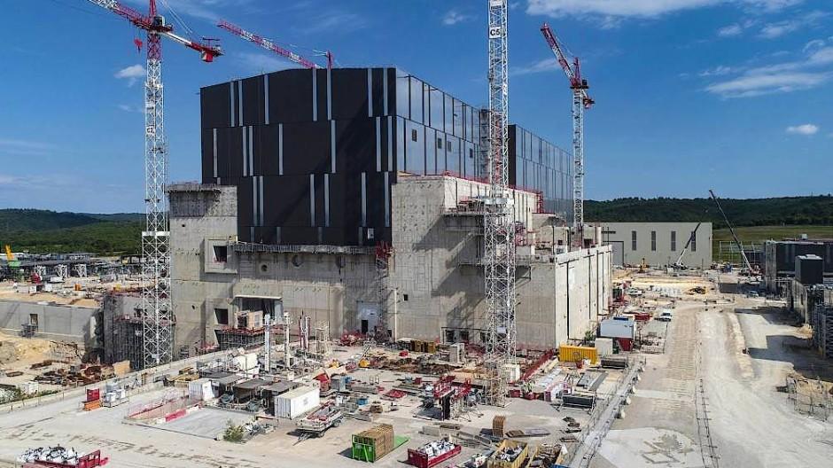 In diesem Gebäude soll in fünf Jahren der Fusionsreaktor Iter in Betrieb gehen.