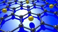 Lithiumatome in der Graphenschicht  verändert die Zustandsdichte der Gitterschwingungen (Phononen) und verstärkt die Elektron-Photon-Kopplung, so dass es bei einer tiefen Temperatur zur Supraleitung kommt.