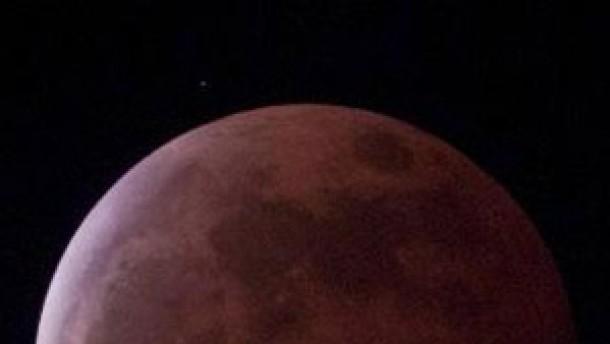 Wolken trüben Sicht auf die Mondfinsternis