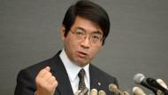 Yoshiki Sasai am 16. April 2014 äußert sich einer Pressekonferenz zum Stammzellskandal