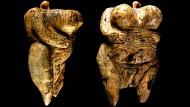 Die Venus, aus Elfenbein geschnitzt.