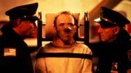 """Dieser Herr beißt auch gerne kraftvoll zu: Anthony Hopkins als hochbegabter Kannibale Hannibal Lecter in dem Thriller """"Das Schweigen der Lämmer"""" aus dem Jahr 1991."""
