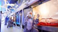 Bayer-Wissenschaftler in ihrem Labor in Berkeley: Der Pharmariese entwickelte Alternativen zum Marcumar.