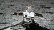 Chinas Raumsonde Chang'e-4 hat auf dem Mond ein kleines Auto zur Erforschung des Bodens abgesetzt. Die Nation ist mit ihren Raumfahrt-Bemühungen nicht alleine: Auch Indien, Russland, Amerika und Europa haben Pläne.