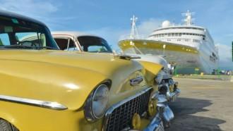 Mit der HAMBURG ganz nah dran: wie hier an der Pier im Hafen von Santiago de Cuba.