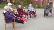 Gemeinsame Aktivitäten fördern die Beweglichkeit und machen Spaß.