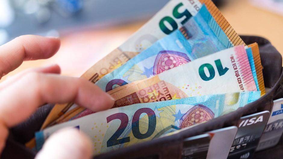 Volle Geldbörse: Nur knapp jeder zweite Deutsche lebt von seiner Arbeit