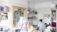 Es gibt Regeln im Praktikum, wenn auch ungeschriebene: Ein unordentlicher Schreibtisch kommt jedenfalls nicht gut an.