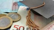 Studienkredite sorgen dafür, dass nicht nur der Kopf, sondern auch das Portemonnaie während des Studiums gefüllt bleibt.