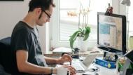 Job mit Zukunft: Maximilian Wildgruber, 36, ist Senior-Social-Media-Manager bei Webguerillas, einer Werbeagentur in München.