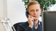 Daniel Bach fing 2012 als Praktikant bei dem Industriedienstleister Bilfinger an, heute ist er dort Category Manager im Einkauf.