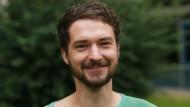 """Philipp Krahn koordiniert für das IGEWEM an der TU Dresden Kurse für Nichtjuristen in den Bereichen """"Patentrecht"""" und """"Urheber-, Medien- und Internetrecht""""."""