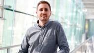 Severin Friede, 30, hat Software-Technik an der Hochschule Esslingen (Bachelor 2012) studiert und arbeitet heute bei Festo, einer Unternehmensgruppe der Steuerungs- und Automatisierungstechnik mit Sitz in Esslingen.