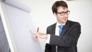 Karriere in der Wirtschaftsprüfung: Nico Hauser absolviert neben seinem Job bei KPMG ein berufsbegleitendes Masterstudium.