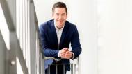 Benjamin Amshoff ist 30 Jahre alt, hat Wirtschaftsingenieurwesen studiert und zur branchenübergreifenden Transformation von Geschäftsmodellen promoviert.