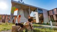 Im Freien an nachhaltigen Produkten arbeiten: Bei Vaude in Tettnang am Bodensee dreht sich alles um ein partnerschaftliches Verhältnis mit der Natur.