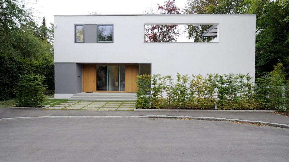 Linke Tür, rechte Tür: Die eine führt ins Wohnhaus, die andere ins Atelier