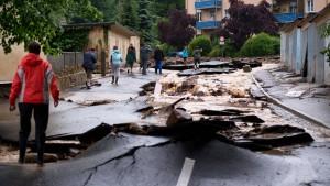 Schlammlawine zerstört Straßen in Sachsen